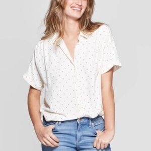 Universal thread short sleeve button down crosses
